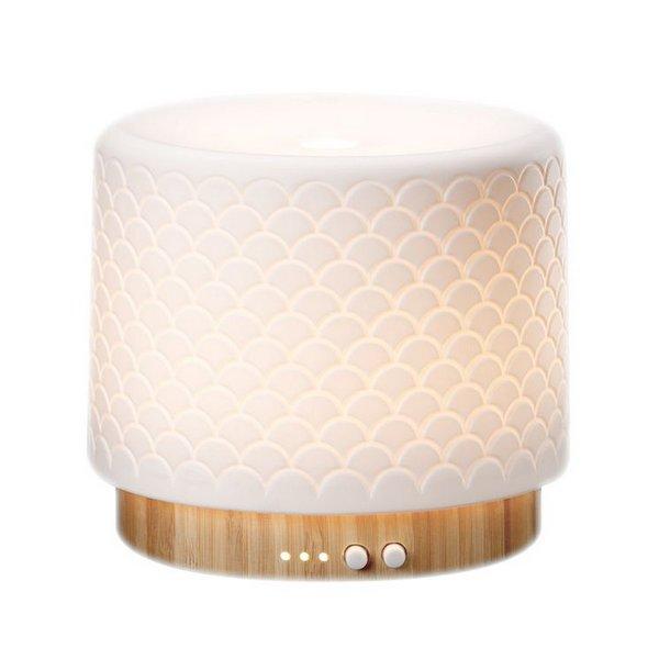 Lanaform Moya – Aroma difuzér v kombinaci bambusu a keramiky skvěle doplní jakýkoliv interiér. Vyberte si svou oblíbenou vůni a nechte jí provonět celý domov.