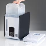 S450 - zásobník vody, který je po sejmutí horního krytu jednoduše přístupný. Vodu doplňujte vždy pouze do zásobníku, nikdy ji nelijte do přístroje!