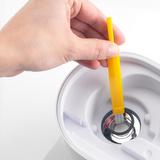 U200 - naznačení vhodného způsobu čištění krystalu. K jeho čištění používejte vždy přiložený štěteček, případně jiný vhodný měkký materiál. Použití tvrdých nebo ostrých předmětů může způsobit poškození a následnou nefunkčnost krystalu a celého přístroje.