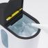 BONECO U350 - Detail do prostoru zásobníku vody během plnění, na odklopeném víčku je umístěn kartáček určený k čištění membrány.
